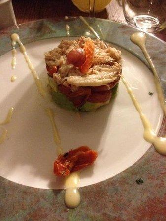 Les Pieds dans le Plat: miettes de crabe sur lit de tomates confites et avocat