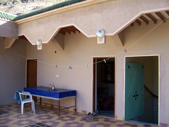 Maison D'hotes Dar Ait Souka: Terrasse avec accès aux dortoirs
