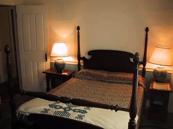 Marlboro, VT: G: Queen bed with private bath (across the hall).
