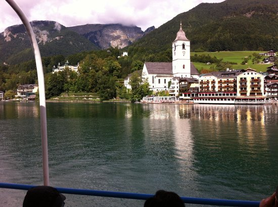 Hotel Cortisen am See: View of hotel from lake