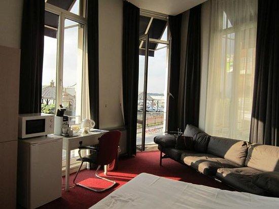 Antigone Hotel: the room