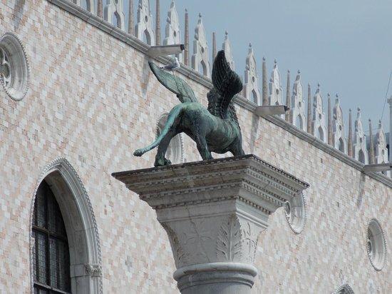 St. Mark's Square: Statue2