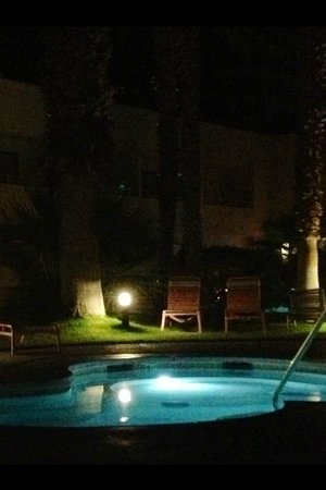 Miracle Springs Resort and Spa: Lovely at night....