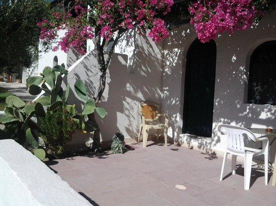Coriva Beach Hotel : Die Terrasse von Bungalow 206