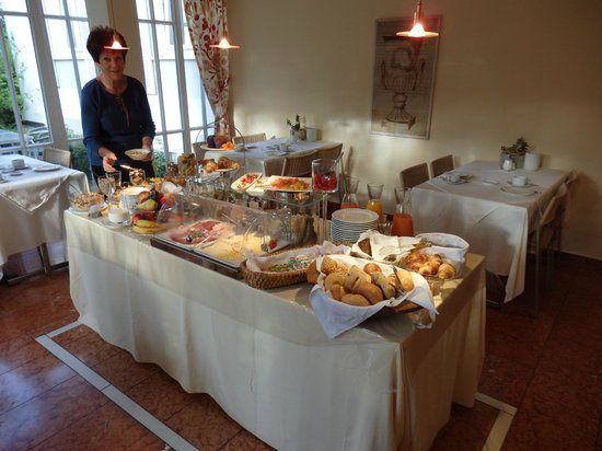 Villa am Schlosspark : Breakfast