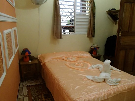 Hostal Dr. Suarez y Sra. Addys: bed