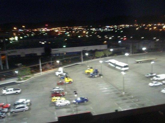 Ramada Reno Hotel and Casino: Lots of room to park