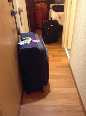 Ibis Paris Issy Les Moulineaux Val de Seine : Luggage bags coordination before entering the room