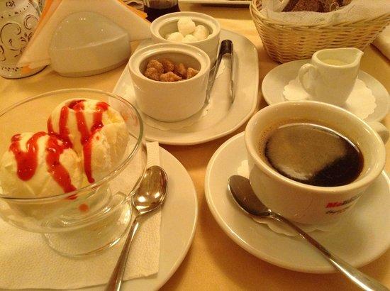Hotel Vera: Кафе