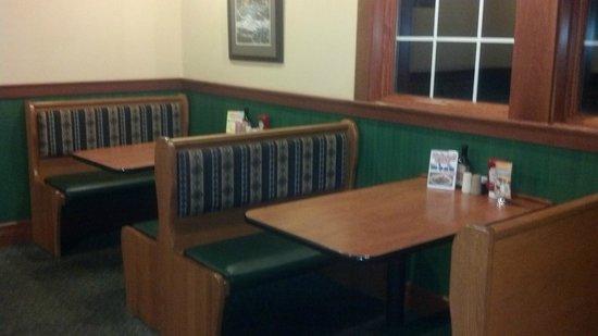 Ponderosa Steakhouse: Nice roomy clean booths