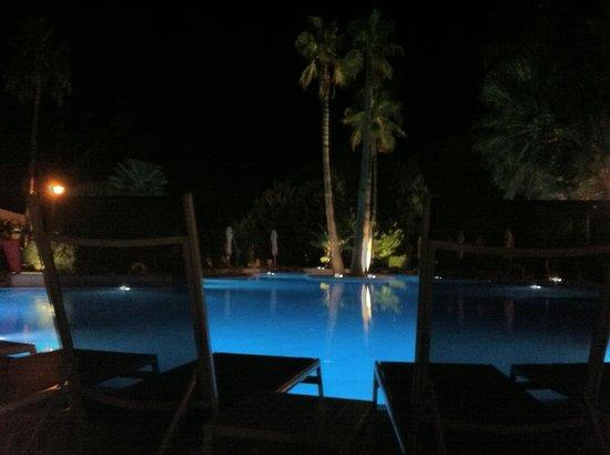 Eden Alcudia: Poolside by night