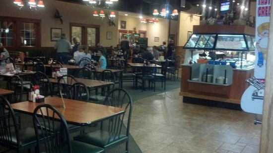 Hillsboro, OH: Dining area, updated, plenty of seating