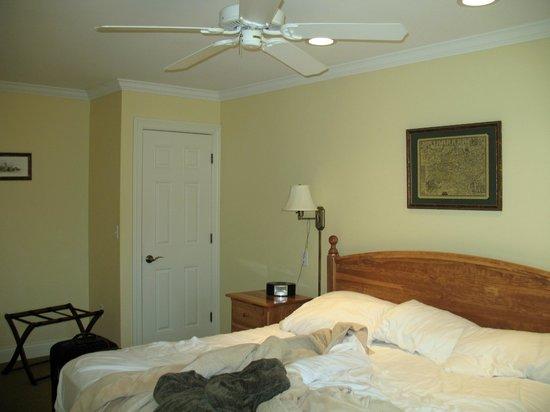 SevenOaks: Comfy bedroom