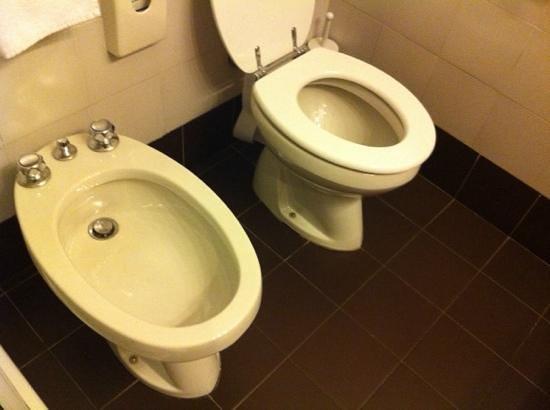 Excelsior San Marco Hotel : sanitari da bagno della stazione