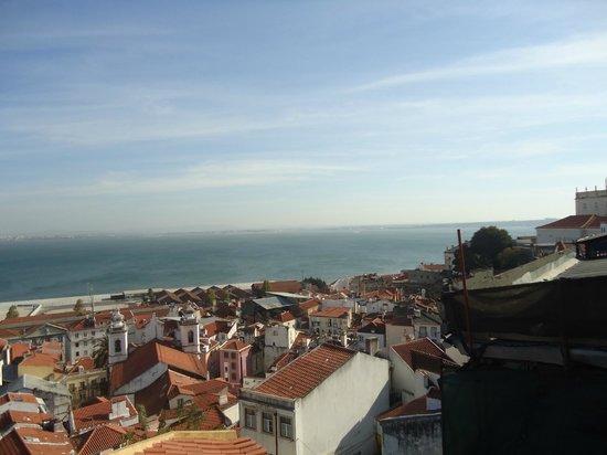 อัลฟามา: view from alfama