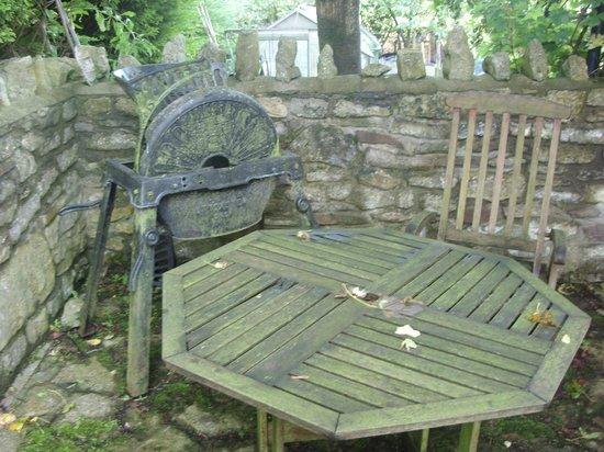 Fern Cottage Bed & Breakfast : Table