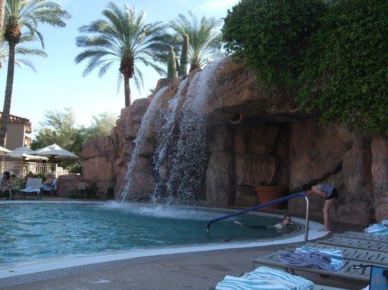 Sheraton Desert Oasis : Waterfall