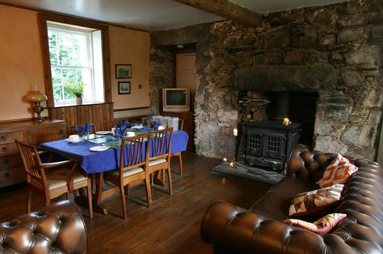 Claonairigh House: Breakfast room and guest lounge