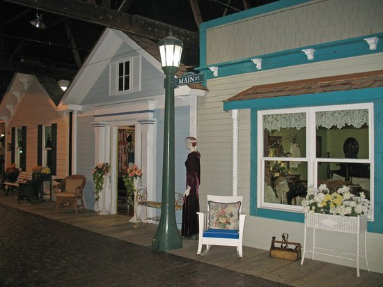Geneva Lake Museum of History: Mainstreet created with actual building fronts from Lake Geneva