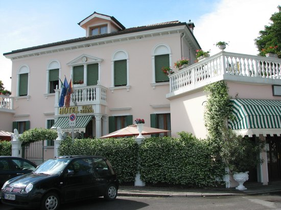 Hotel Villa Serena : Hotel exterior