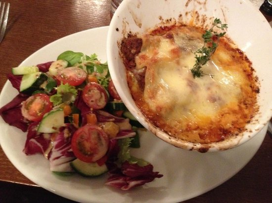 Marples Cafe, Bar and Restaurant: Lasagne with lovely side salad