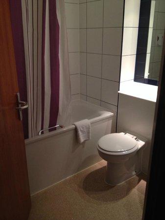 Premier Inn Birmingham Nec/Airport Hotel: Our bathroom