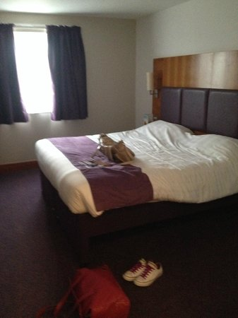 Premier Inn Birmingham Nec/Airport Hotel: Our lovely very comfy and very big bed!