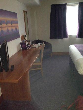 Premier Inn Birmingham Nec/Airport Hotel: Lots of space in the room