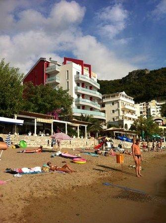 Lux Tri Ribara : вид виллы с пляжа