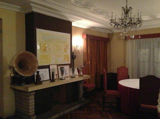Chez Mariette : fireplace