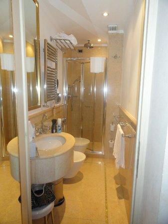 Hotel a La Commedia : salle de bain