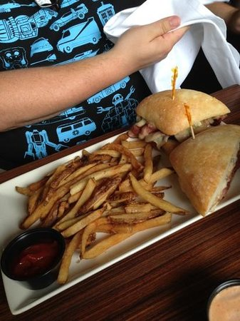 Boston Beer Works : pastrami sandwich with fries