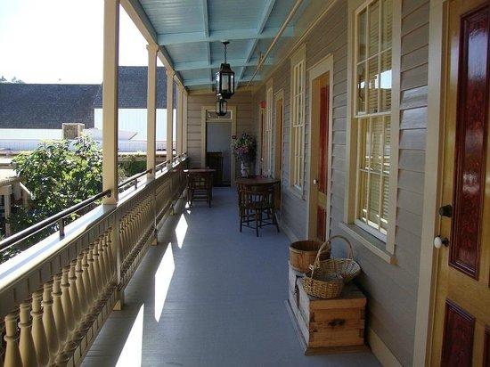 Cosmopolitan Hotel: The front veranda