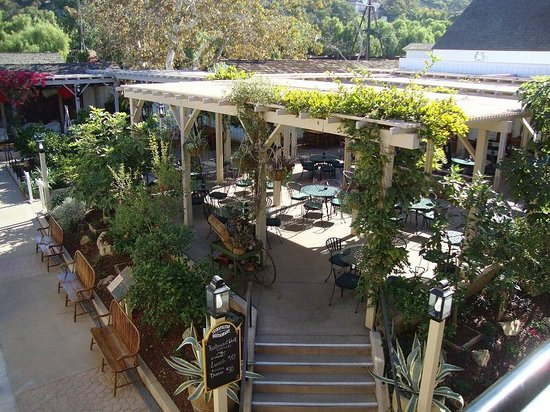 The Cosmopolitan Hotel And Restaurant: Patio Restaurant