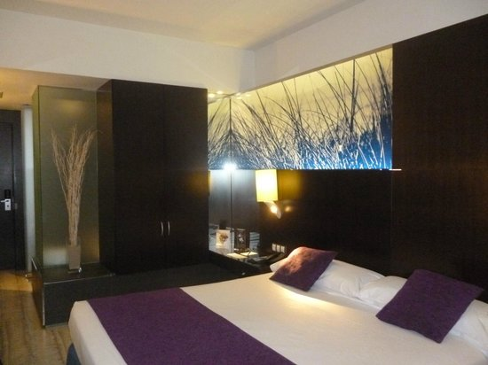 Vincci Maritimo Barcelona: decoración habitación