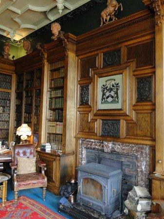 Balfour Castle: Biblioteca