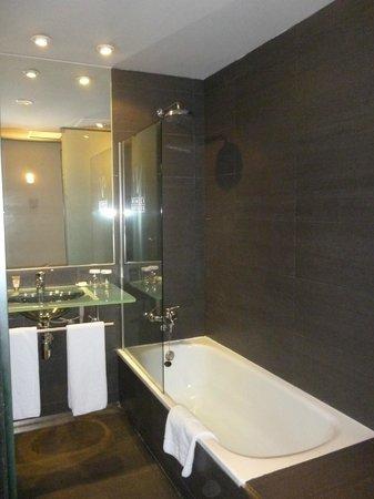 Vincci Maritimo Barcelona: baño