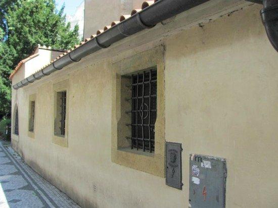 Old-New Synagogue (Staronova synagoga) : sideways