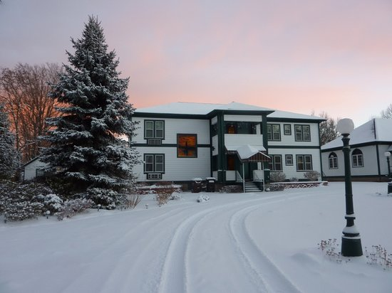 Victoria Resort Bed & Breakfast: Winter sunrise at the Victoria Resort