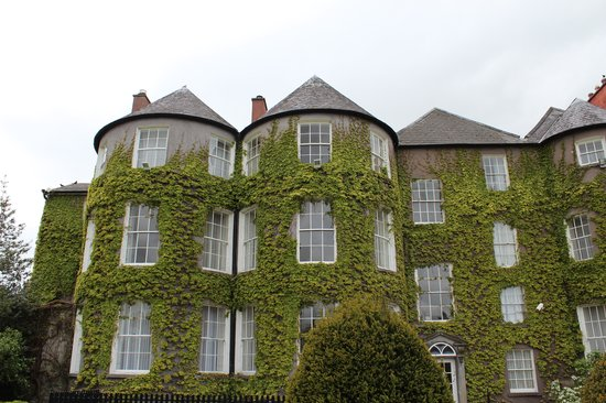 Butler House : Side facing the garden and castle