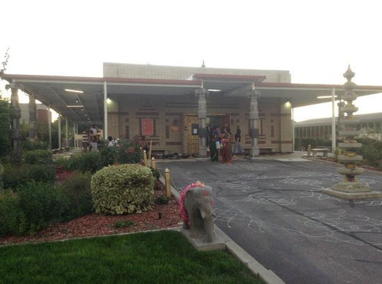 South Jordan, UT: Outdoor entrance to temple