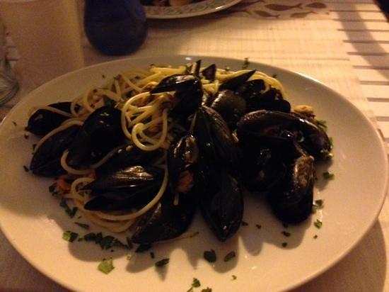 Portivene  Un Mare di Sapori : spaghetti with mussels!