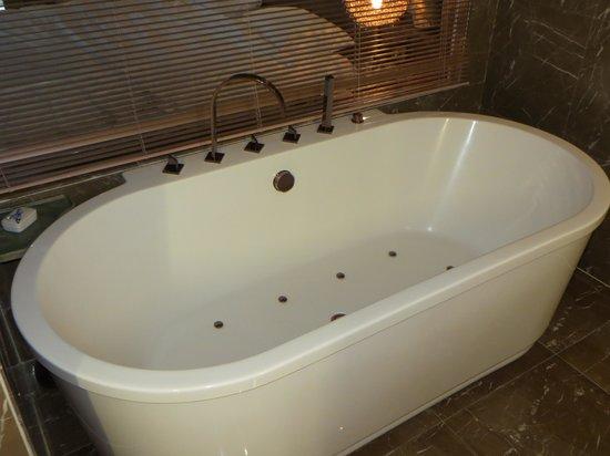 Pudi Boutique Hotel: jacuzzi bath