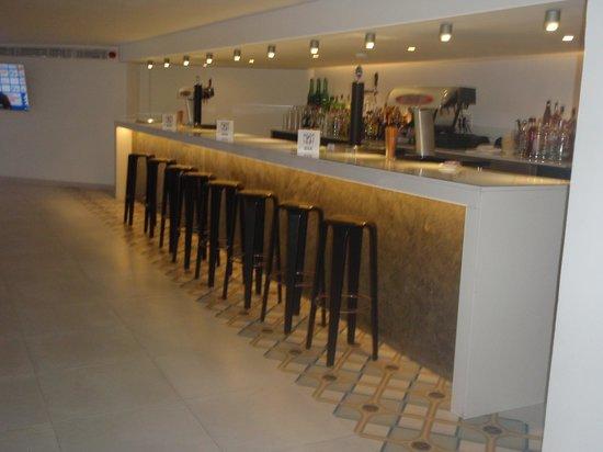 Hotel Bon Repos: The lovely bar area