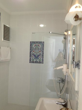 Mavi Beyaz Hotel : banyo