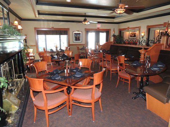Inn on the Lake: Inside dining area.  There is also and outside area.