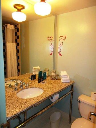 Hotel Triton: Bathroom!