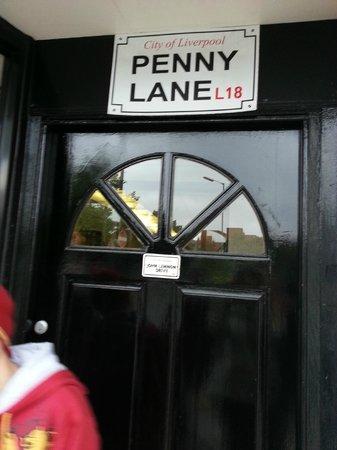 Fab Cabs of Liverpool Tours : A famosa Penny Lane, consagrada em música