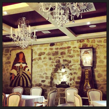 Hotel Hospederia de los Parajes: Dining room...great mix of old and new!