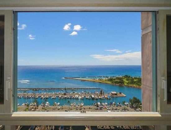 Hawaii Prince Hotel Waikiki : Room view straight